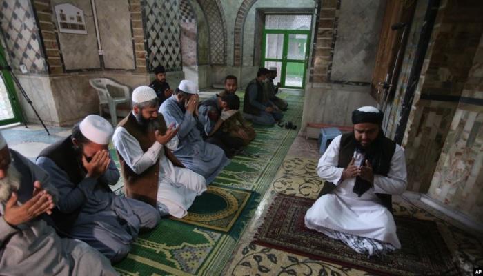 Pakistan məscidlərində cümə namazına icazə verildi