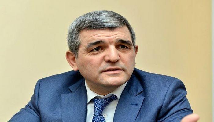 """Fazil Mustafa: """"İki oxuyan, 50 nəfər qonaq, 3 saat da vaxt, bundan virus yayılası deyil"""""""