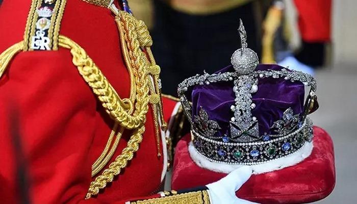 İngiliz Kraliyet ailesine ait mücevherlerin değeri dudak uçuklattı