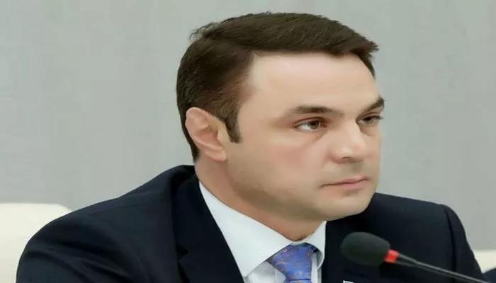Polisi döyən deputat SAXLANILDI